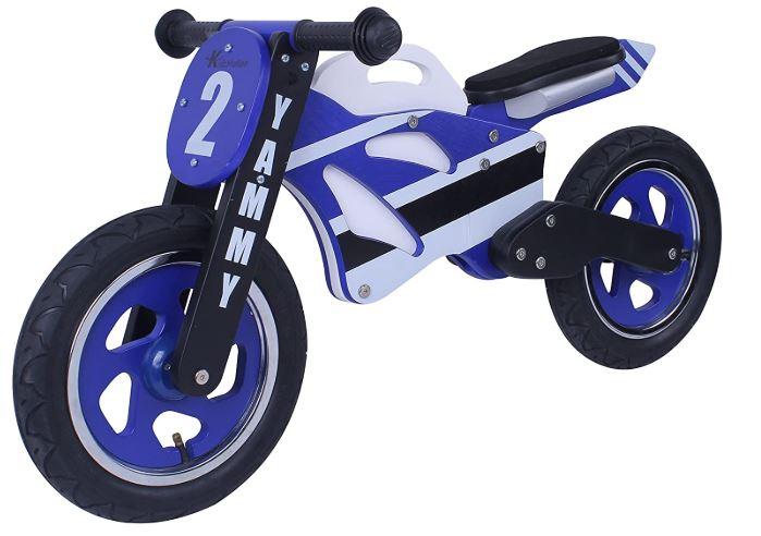 Une moto draisienne qui ressemble à une véritable moto Yamaha