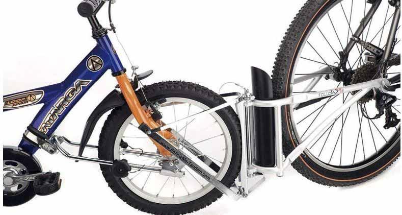 Le système de remorquage FollowMe monté sur deux vélos